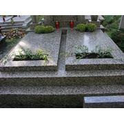 прибирання та догляд за могилами. похованнями. фото