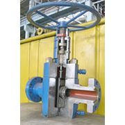 Арматура нефтефонтанная на рабочее давление 70 МПа (700 кГс/см2) для контроля и регулирования режима работы скважин перекрытия и направления добываемой продукции в магистраль а также для проведения необходимых технологических операций на скважине фото