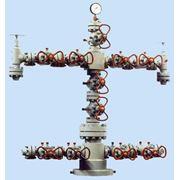 Арматура фонтанная для нефтяных и газовых скважин предназначена для герметизации устья скважин контроля и регулирования режима их эксплуатации а также для проведения различных технологических операций на рабочее давление 14 21 35 70 105 МПа фото