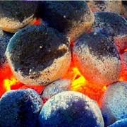 Брикеты из древесного угля фото