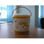 Фасовка продуктов питания - фасовка мёда в пластмассовые вёдра фото