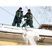 Уборка снега с крыш Киев фото