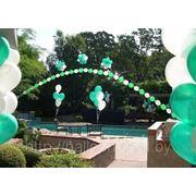 Украшение воздушными шарами открытых участков местности фотография