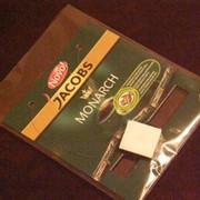 Переупаковка предметов с наклейкой стикеров (рекламные акции) фото