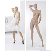 Манекен женский реалистичный телесный, с макияжем (парик отдельно), для одежды в полный рост, стоячий, с поднятой вверх и согнутой в локте правой фото