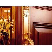 Установка замков в деревянные двери фото