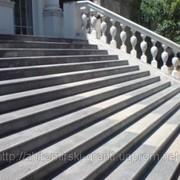Гранитные ступени, лестницы, поручни, балясины. фото