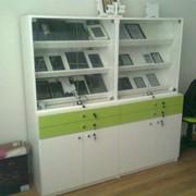 Выставочный шкаф для образцов продукции фото