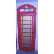 Дверь в стиле телефонной будки фото