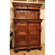 Мебель старинная. Резной шкаф. фото