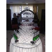 Пирамида бокалов из любых напитков фото