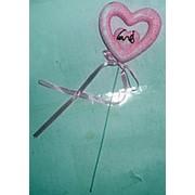 Сердце с лентой на палочке розовое 8x25см фото