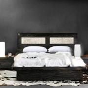 Кровать и тумба прикроватная фото