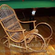 Плетеное кресло-качалка из лозы фото