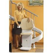 Подъëмное устройство по лестнице с креслом или платформой фото