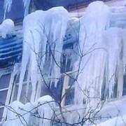 Уборка снега и сосулек с крыши, кровли фото