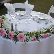 Букеты на стол гостям, цветочные композиции на столы фото