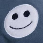 Вышивка логотипов на корпоративной одежде фото