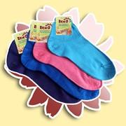Классические женские укороченные носки из хлопчатобумажной пряжи. Эта модель прекрасно облегает ногу, придавая ей элегантный вид фото