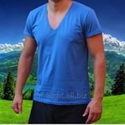 Мужская синяя футболка фото