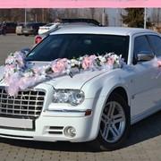 Аренда свадебного авто Chrysler 300C в Киеве, заказать белый Крайслер 300, аренда авто на свадьбу Chrysler 300C, заказать лимузин в Киеве, аренда микроавтобуса в Киеве, прокат автомобилей, аренда свадебных предметов, прокат микроавтобусов, фото