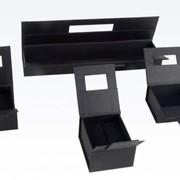 Упаковка специальная из бумаги и дерева, бумажная и деревянная упаковка. фото
