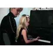 Индивидуальные занятия по вокалу для детей с 3 до 17 лет и взрослых фото