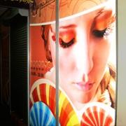 Наклейки рекламные на стекло, витрины / изготовление фото