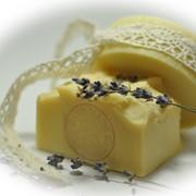 «Кастильское мыло» - 100% оливковое масло экстра вирджин с цветами и запахом лаванды для лица и тела. фото