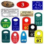Номерки и жетоны для гардероба места и ряды для сидений фото