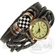 Дизайнерские часы с шахматной доской фото