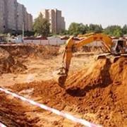Земляные работы: разработка грунта, рытье котлованов, вывоз грунта. фото