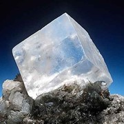 Соль каменная фасованная в бумажных пачках по 0,73 кг фото