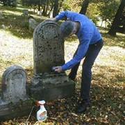 Разовая уборка места захоронения независимо от времени года фото
