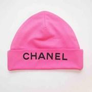 Шапка с надписью CHANEL розовая фото