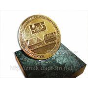 Медаль на подставке фото