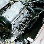 Традиционная замена масла в двигателе фото