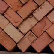 Кирпич красный строительный фото