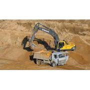 Песок строительный карьерный фото