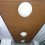Потолки подвесные из древесного композита фото