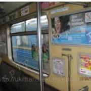 Реклама на мониторах в вагонах метрополитена фото