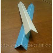 Уголок ПВХ с синей защитной пленкой фото