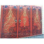Ворота кованные со львом красные фото