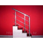 Изготовление и установка лестничного ограждения из алюминия фото
