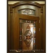 Витражи в двери из цветного стекла. фото