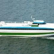 Пассажирский катамаран СУПЕРФОЙЛ-301 снабженное запатентованной системой носовых подводных крыльев и транцевых интерцепторов, с дизельной энергетической установкой и водометным пропульсивным комплексом фото