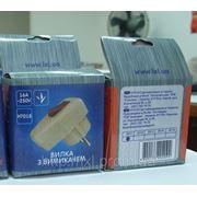 Вилка штепсельная с выключателем в упаковке фото