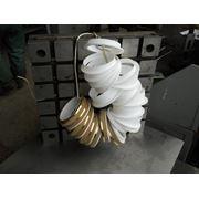 Изготовление изделий из пластмасс. Обработка пластика пластмасс резины. Литье полимеров. Литье изделий из пластмассы фото
