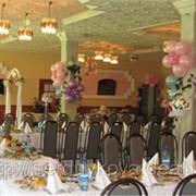 Оформление свадьбы воздушными шарами, тканями, цветами фото