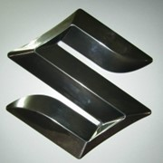 Объемный знак Suzuki фото